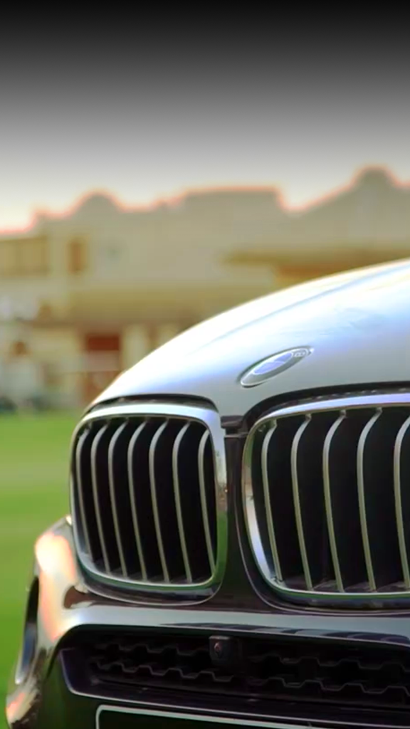 bmw-car-grill-zoomed-on-golf-court